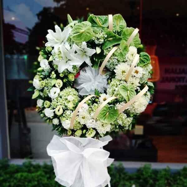Vòng hoa tang lễ là sự bày tỏ sự thương tiếc của người ở lại đối với người đã mất