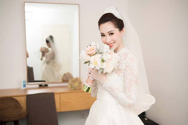 hoa cưới và váy cưới