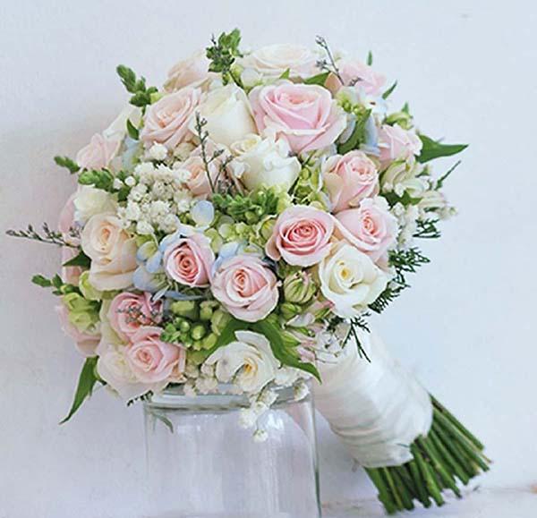 Hoa cưới cầm tay dạng tròn