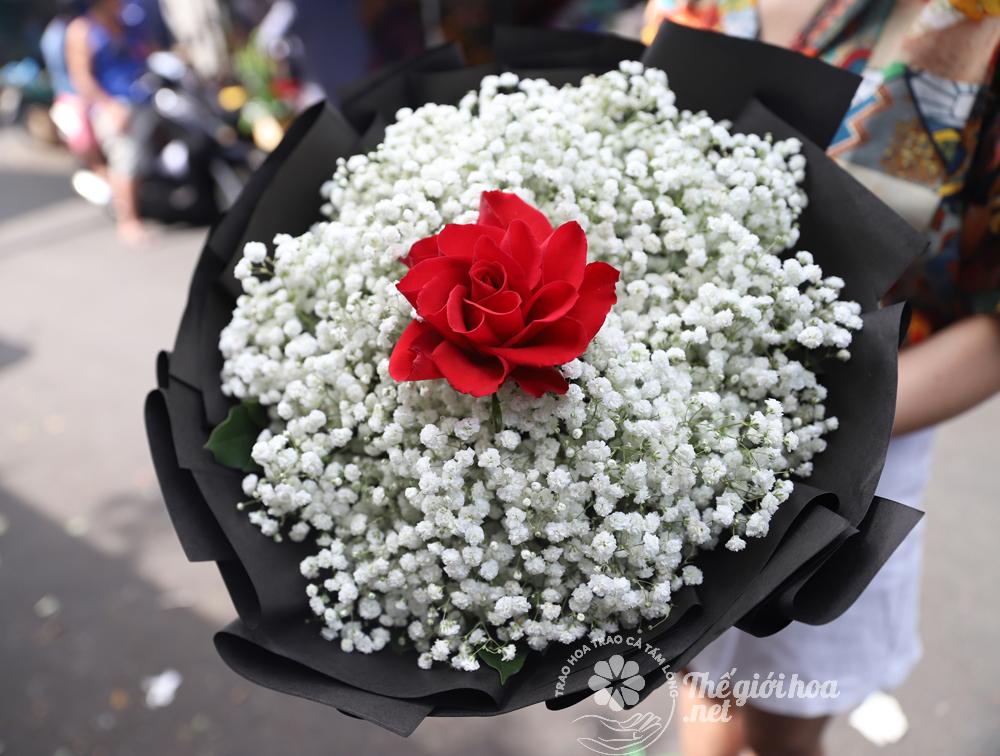 hoa sinh nhật bi và hoa hồng