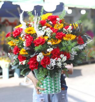 Giỏ hoa sinh nhật tươi trẻ sức sống