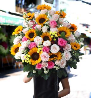 Giỏ hoa sinh nhật - Hạnh phúc viên mãn