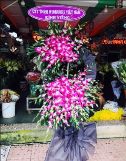 Hoa tang lễ vô cùng thương tiếc