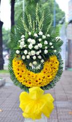 Lẵng hoa tang ánh chiều tà