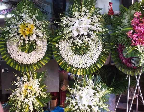 oa tang được thiết kế theo hình cây thánh giá dành cho những người theo công giáo