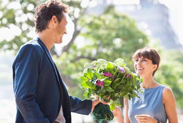 Cách tặng hoa sinh nhật