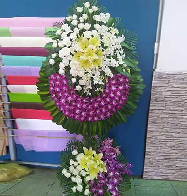 Hoa lyly viếng đám tang